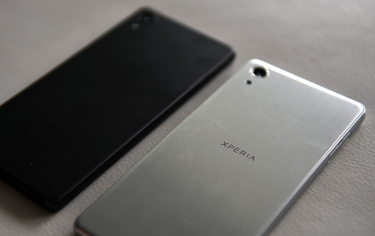 Sony Xperia X phones back