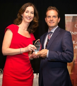 Shannon Rogers (left), President & General Counsel, Global Relay, 2014 winner of the Sara Kirke Award; Dave Walsh, Partner, EY