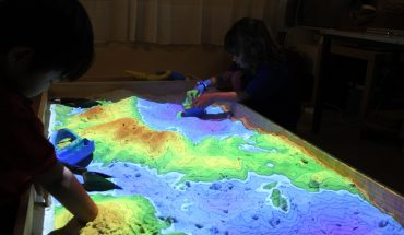 Technology and Education Combines to Play in Augmented Reality Sandbox